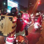海外の反応 【鬼滅の刃】「町中でバイクに乗ってる炭治郎とねずこを見かけたw」(コスプレ)